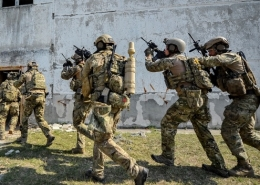 Hungarian SOF with SlingShot manpack system